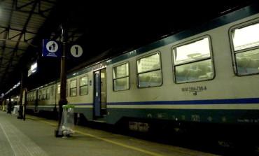 Giovani minacciati da uomo armato e rapinati sul treno