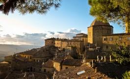Turisti stranieri in calo per Pisa, Lucca e Livorno. Sul tema un convegno a Volterra