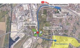 Nel parcheggio scambiatore i bus che collegano l'aeroporto di Pisa a Firenze