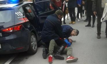 Aggredisce conducente bus e viene arrestato