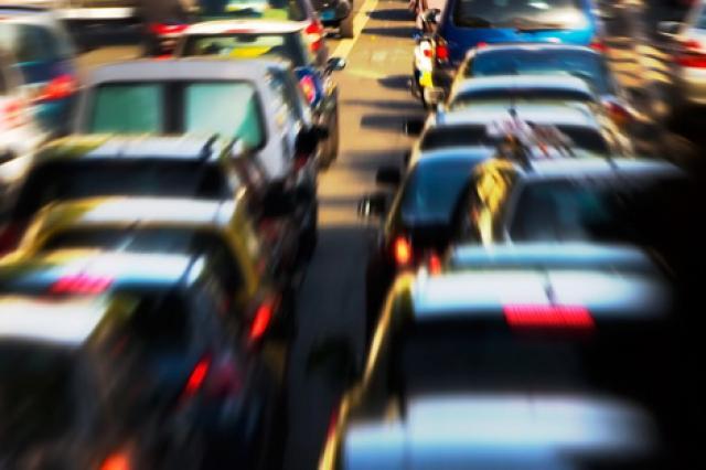 Litorale, auto sui viali riservati all'antincendio: 13 multe