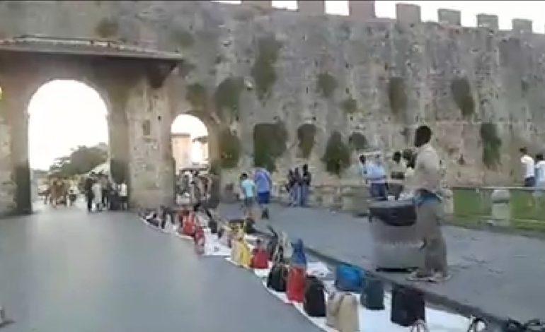 Lotta al commercio abusivo: ancora controlli, sequestri e daspo nella zona Duomo