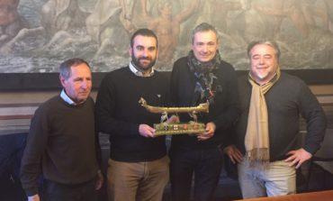 Regata Antiche Repubbliche Marinare: consegnato a Pisa, città ospitante, il trofeo che sarà assegnato alla vincitrice