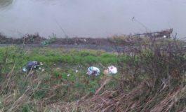 Ancora rifiuti abbandonati nel Fosso Emissario di Fornacette