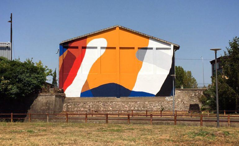 Pisa, arte astratta a Porta a Mare: completato il murales di Moneyless