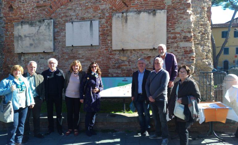 Pisa, riposizionato ai Bagni di Nerone il pannello che spiega la storia del sito archeologico