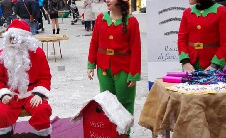 Babbo Natale approda a Tirrenia per consegnare i suoi doni