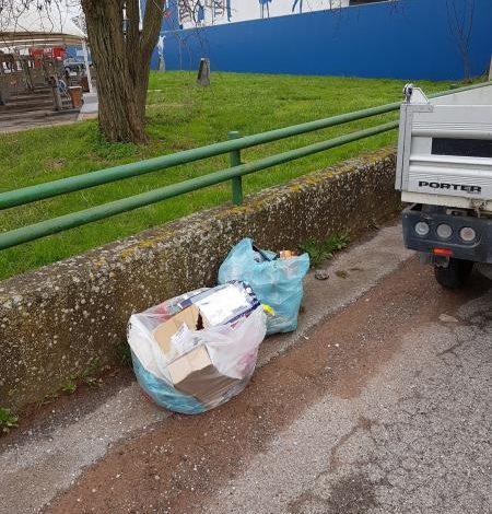 Multe per i rifiuti abbandonati in strada tra Cascina e Fornacette