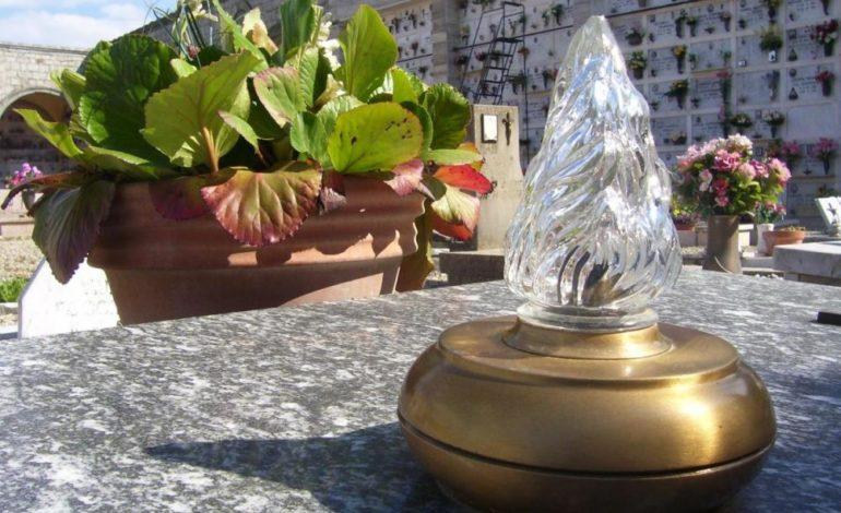 Calcinaia, dimezzata la quota per le lampade votive per un guasto elettrico al cimitero