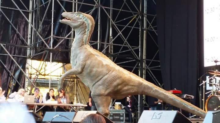 Arriva a Fornacette il velociraptor Blue