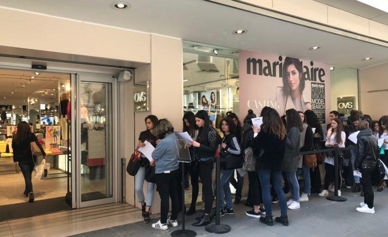 Pisa, oltre 200 ragazze in coda presso il negozio OVS per partecipare al casting per i nuovi volti della moda