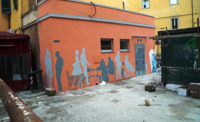Pisa, in piazza Sant'Omobono due opere d'arte abbelliscono i nuovi bagni pubblici