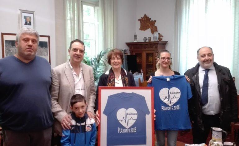 Una delegazione del Basket Calcinaia in visita al Comune