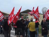 Manifestazione di protesta davanti a Camp Darby
