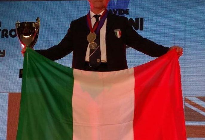 Cascina, Davide Bellini  di nuovo Campione del mondo nel tiro dinamico con fucile a pompa