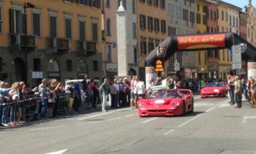 A Pisa la parata delle Ferrari in Piazza dei Cavalieri