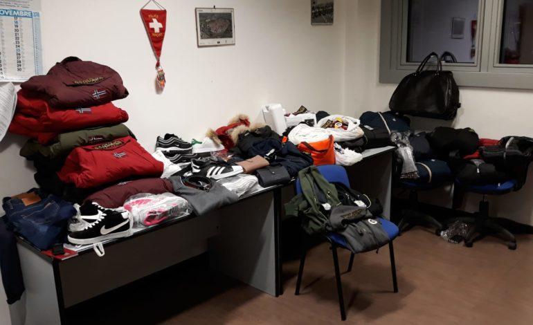 Pisa, Municipale scopre deposito del falso sopra i tetti