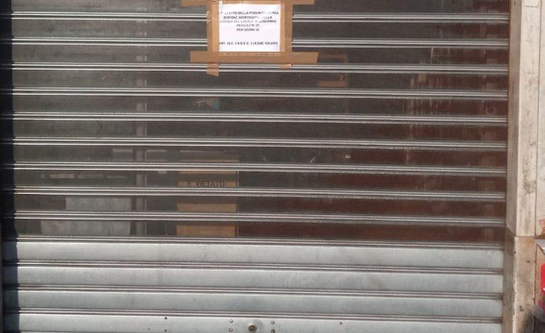 Pisa, la Polizia Municipale chiude 3 minimarket del centro storico