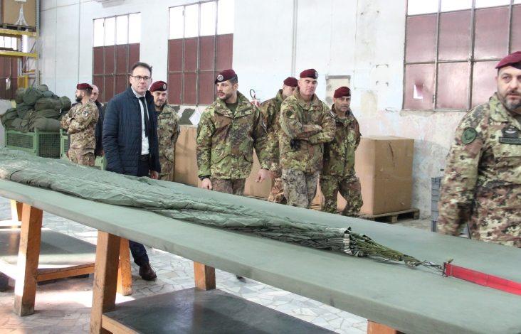"""Pisa, il Sindaco Conti visita la Caserma """"Gamerra"""" della Folgore"""