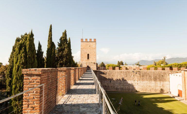 Pisa, la Luminara anche sulle Mura