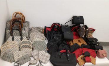 Pisa, scoperto deposito di borse contraffatte