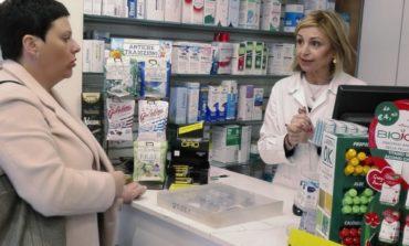 Calci, la candidata a Sindaco Serena Sbrana visita la farmacia Pacini