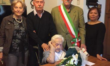 Buon compleanno alla maestra Liliana che festeggia i 104 anni