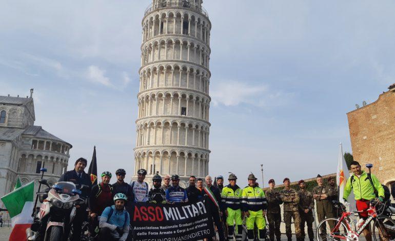 L'arrivo in piazza dei Miracoli della I° Endurance Bike Assomilitari