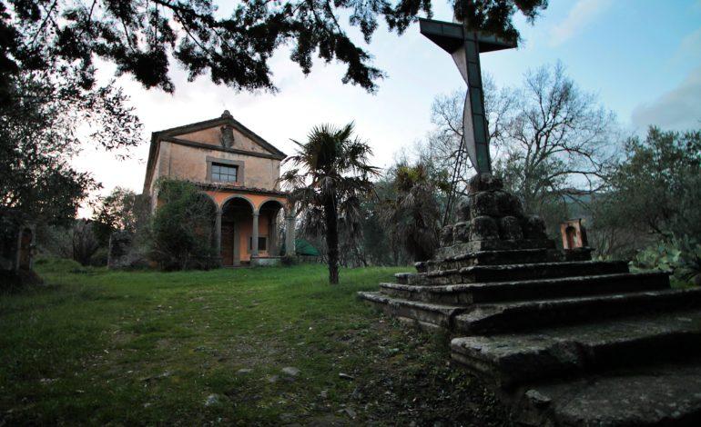 La Chiesa abbandonata della Via Crucis a Vicopisano teatro di un evento espositivo