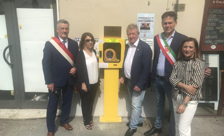 Nuovo defibrillatore in piazza Garibaldi in ricordo di Carlo Giannotti