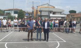 Campo da basket di via Rindi: inaugurati i nuovi canestri in memoria di Marco Rubino