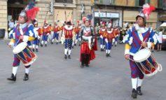 All'Arena Garibaldi rappresentanza dei cortei di Gioco del Ponte e Repubbliche marinare