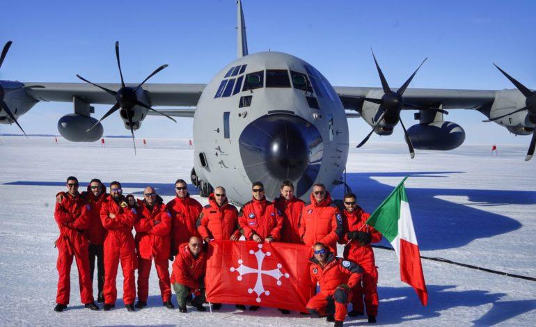 La bandiera di Pisa in Antartide con la 46° Brigata Aerea