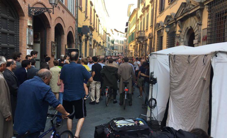 """""""Amica geniale"""", la troupe lascia Pisa dopo 4 settimane di riprese in città"""