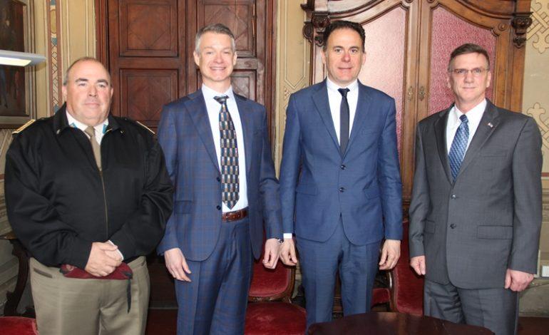 Il sindaco Conti incontra il console americano Benjamin Wohlauer ed il nuovo manager di Camp Darby Robert Chartier
