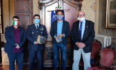 Il sindaco Michele Conti saluta Vincenzo Basile, presidente dei sottoufficiali della 46° Brigata Aerea