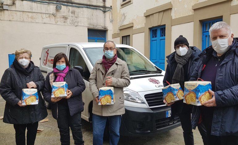 Donati i panettoni per i detenuti del carcere Don Bosco