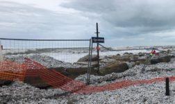 La mareggiata costringe alla chiusura del lungomare a Marina di Pisa