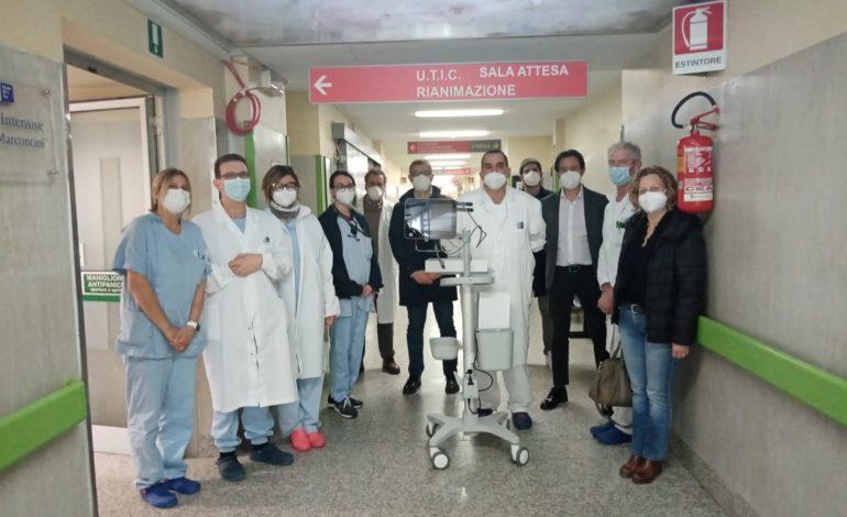 Un laringoscopio donato al Reparto di Terapia Intensiva del Lotti di Pontedera