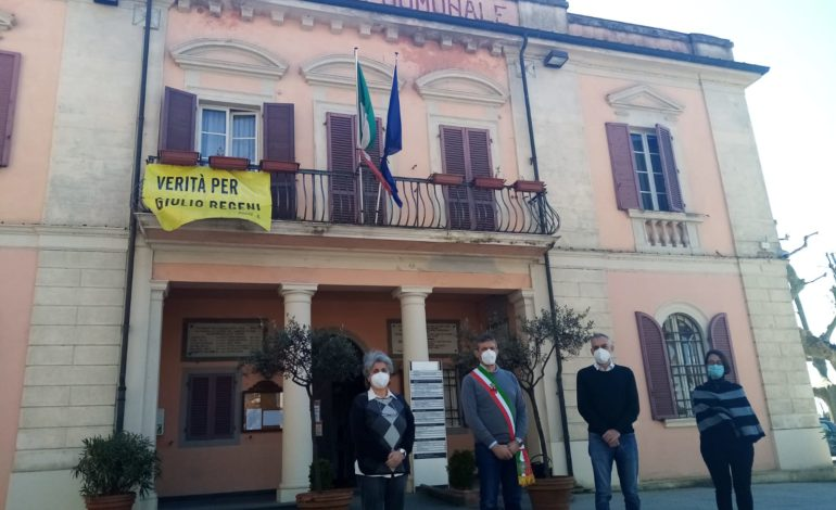 Il Sindaco di Calcinaia osserva un minuto di silenzio per ricordare le vittime del Covid 19