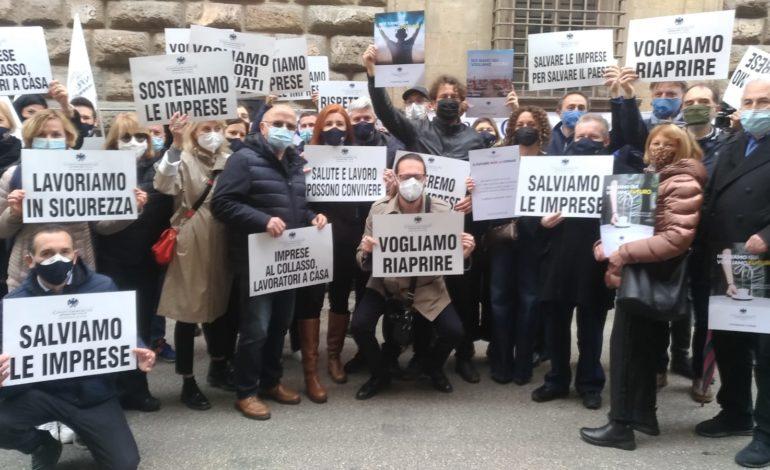 La richiesta degli imprenditori e commercianti delle Confcommercio toscane alla mobilitazione regionale delle imprese del terziario