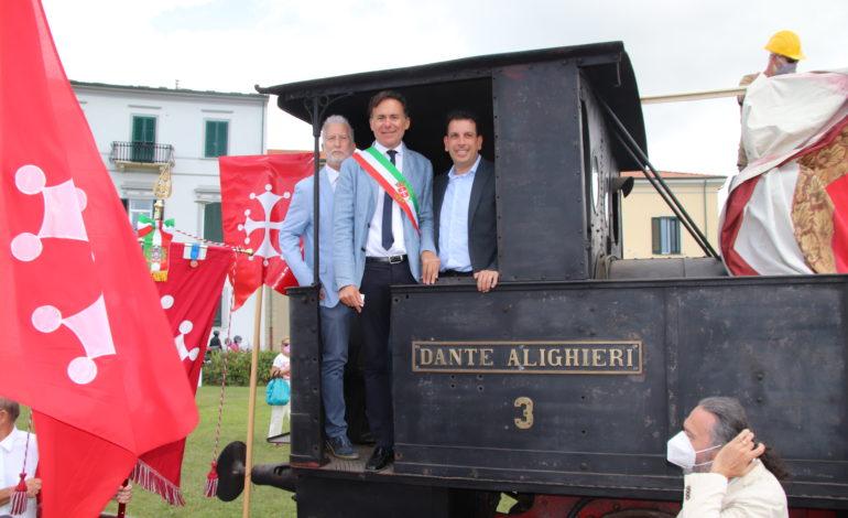 La locomotiva del Trammino è tornata in piazza delle Baleari a Marina di Pisa